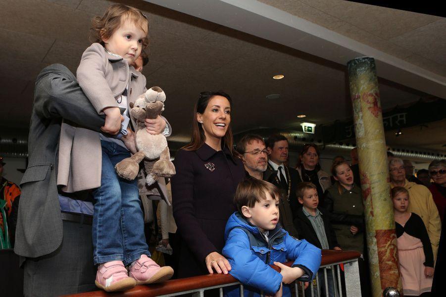 La princesse Marie et le prince Joachim de Danemark et leurs enfants au zoo d'Aalborg, le 19 avril 2015