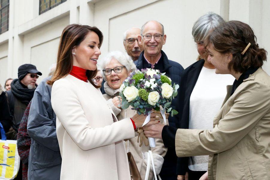 La princesse Marie de Danemark accueillie avec un bouquet à l'Eglise danoise de Paris, le 29 novembre 2019