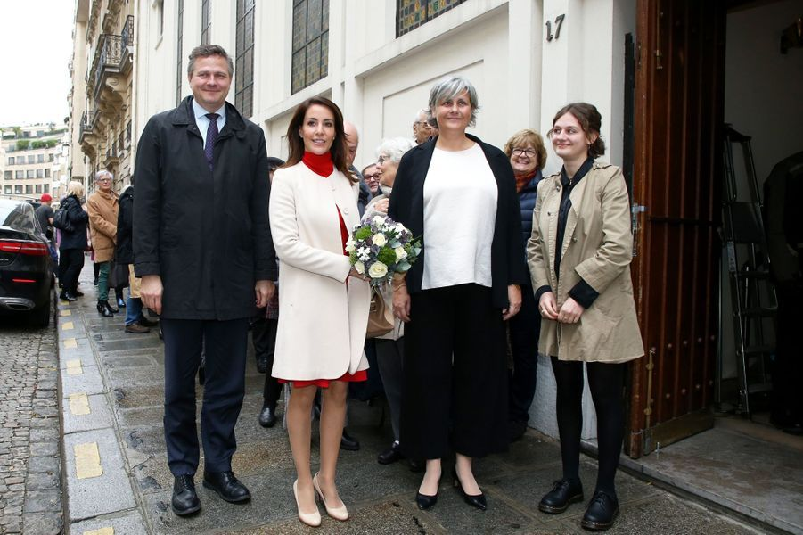 La princesse Marie de Danemark, en rouge et blanc, à Paris, le 29 novembre 2019