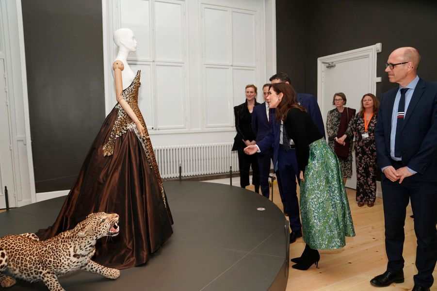 "La princesse Mary de Danemark visite l'exposition ""Fashioned from Nature"" au Statens Naturhistoriske Museum  à Copenhague, le 12 avril 2019"