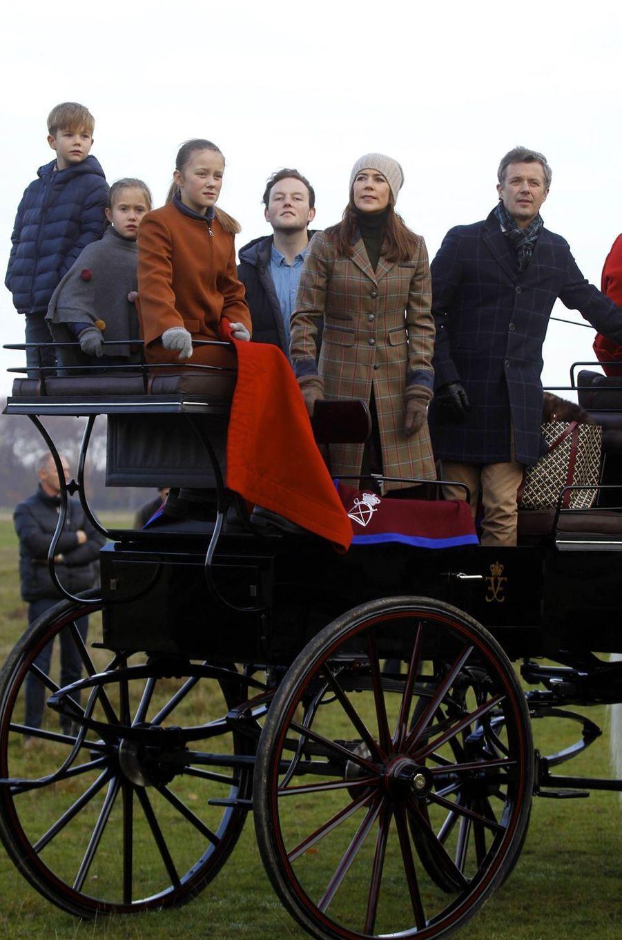 Les princesses Mary, Isabella et Josephine et les princes Frederik et Vincent de Danemark à Klampenborg, le 4 novembre 2018
