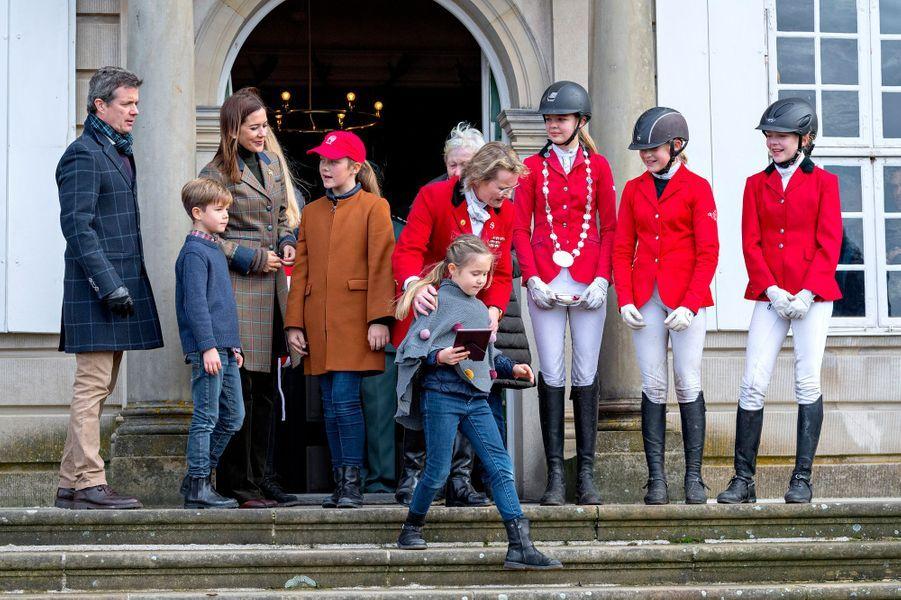 La princesse Mary et le prince Frederik de Danemark avec leurs enfants à Dyrehaven, le 4 novembre 2018
