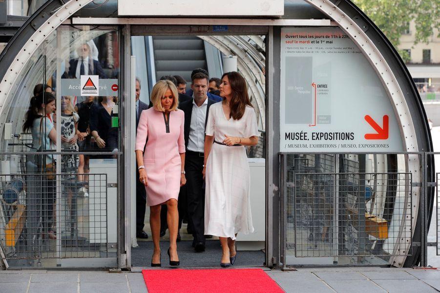 La princesse Mary de Danemark avec Brigitte Macron au Centre Pompidou à Paris, le 24 juin 2019