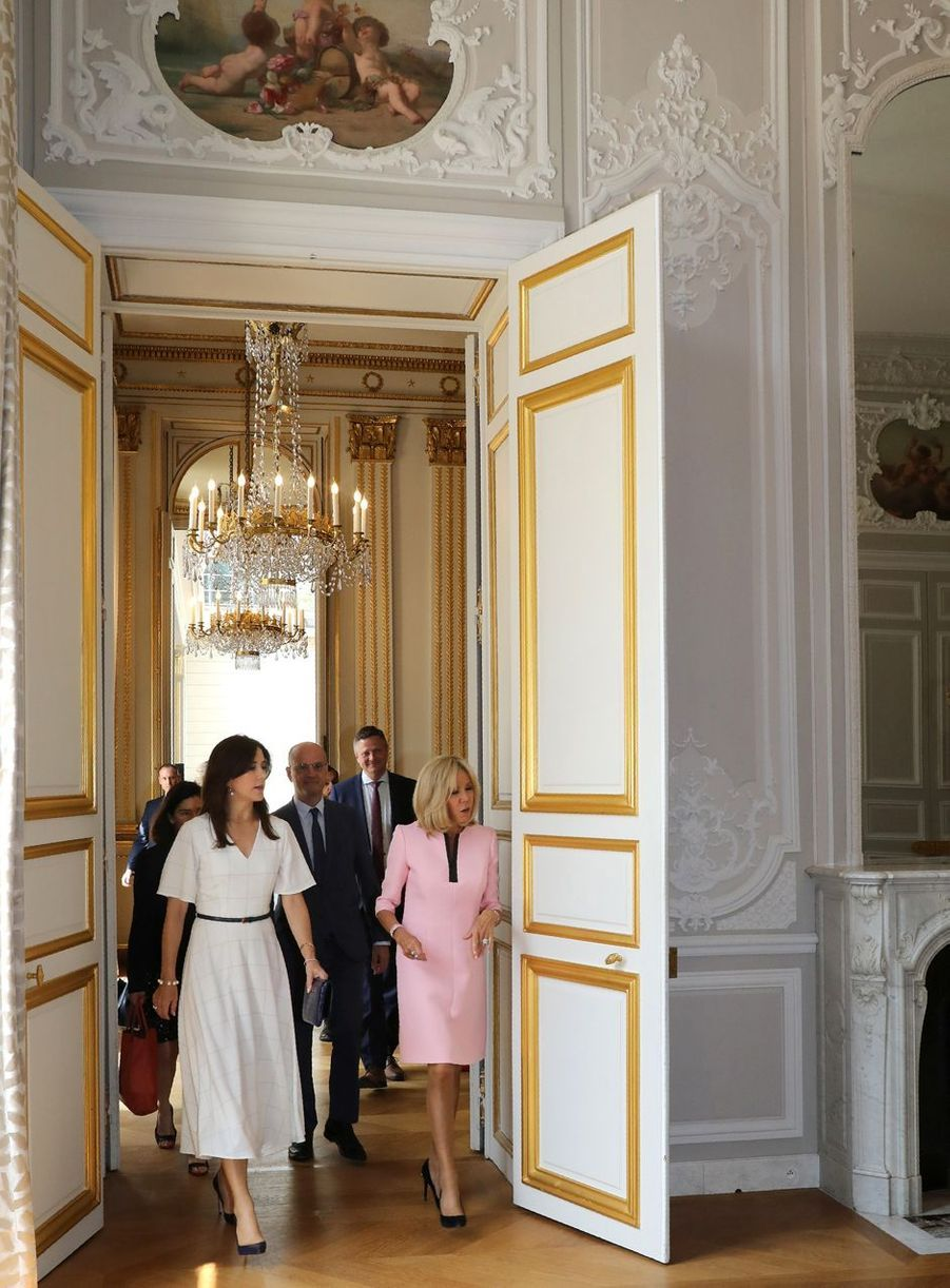 La princesse Mary de Danemark avec Brigitte Macron au Palais de l'Elysée à Paris, le 24 juin 2019