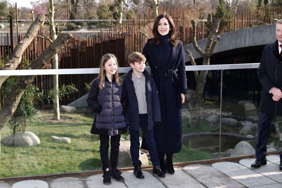 La princesse Mary de Danemark et ses jumeaux la princesse Josephine et le prince Vincent, à Copenhague le 11 avril 2019