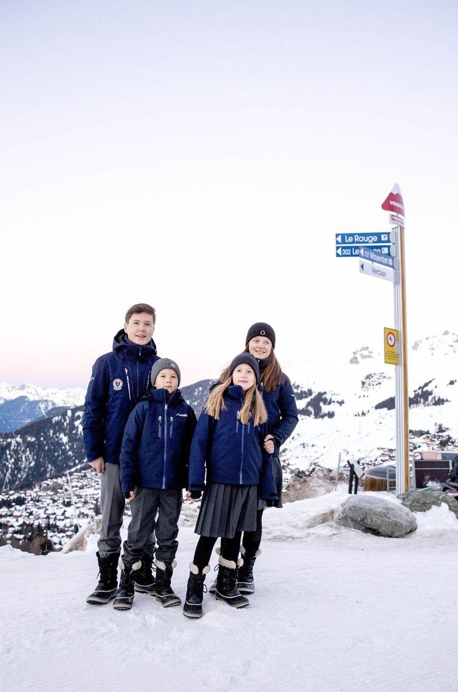 Les princesses Isabella et Josephine et les princes Christian et Vincent de Danemark à Verbier en Suisse, le 6 janvier 2020