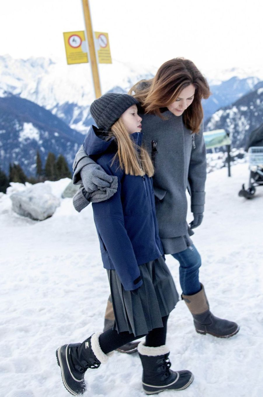 Les princesses Josephine et Mary de Danemark à Verbier en Suisse, le 6 janvier 2020