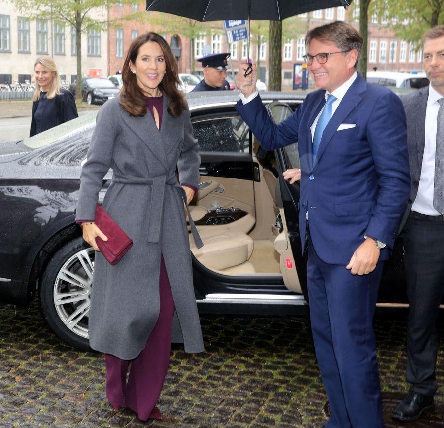 La princesse Mary de Danemark à son arrivée à Roskilde, le 26 octobre 2020