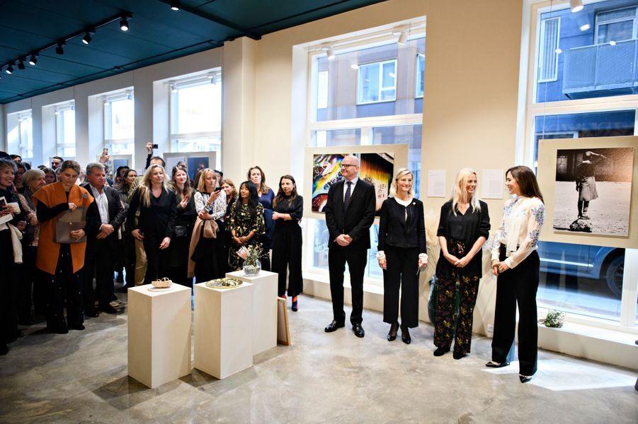 La princesse Mary de Danemark à l'inauguration d'une expo photos à Copenhague, le 12 avril 2018