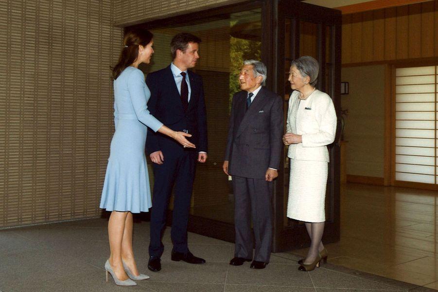 La princesse Mary et le prince Frederik, avec l'empereur Akihito et l'impératrice Michiko du Japon à Tokyo, le 28 mars 2015