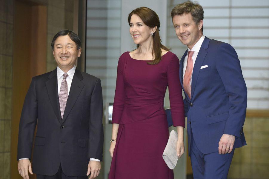 La princesse Mary et le prince Frederik, avec le prince Naruhito du Japon à Tokyo, le 28 mars 2015