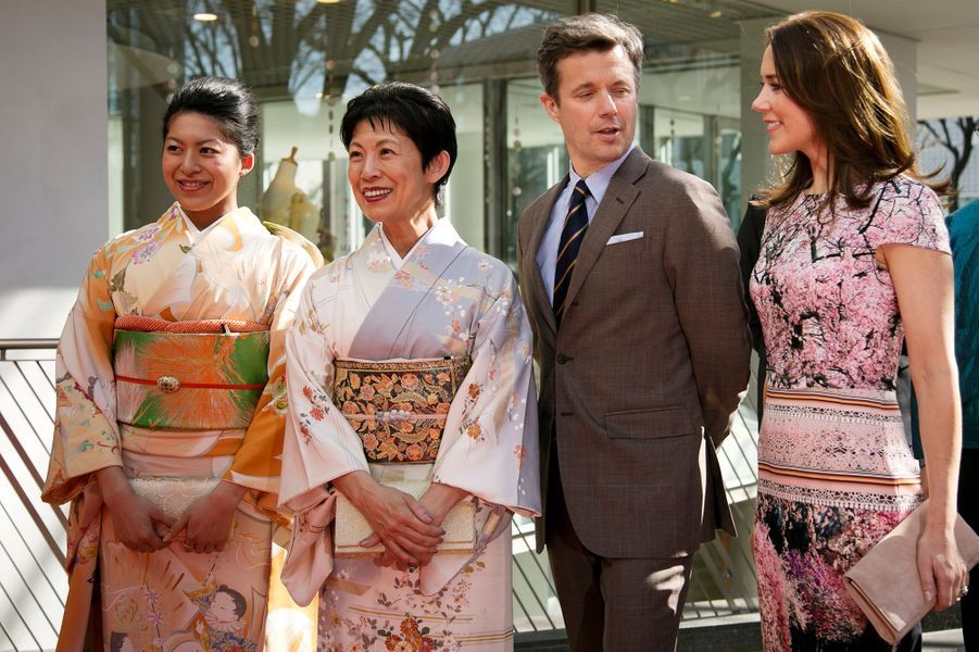 La princesse Mary et le prince Frederik de Danemark avec les princesse Hisako et Tusguko de Takamado à Tokyo, le 27 mars 2015