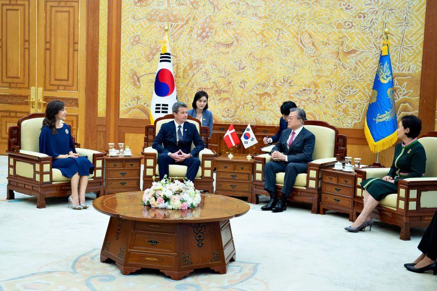 La princesse Mary et le prince Frederik de Danemark en entretien avec le président sud-coréen et sa femme à Séoul, le 20 mai 2019