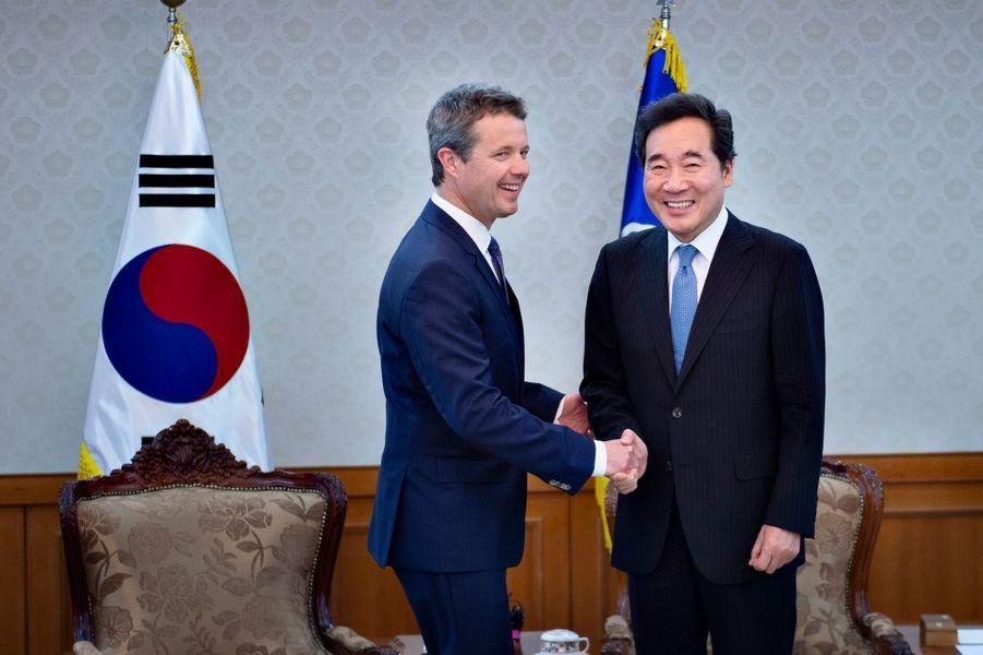 Le prince Frederik de Danemark avec le Premier ministre sud-coréen à Séoul, le 20 mai 2019