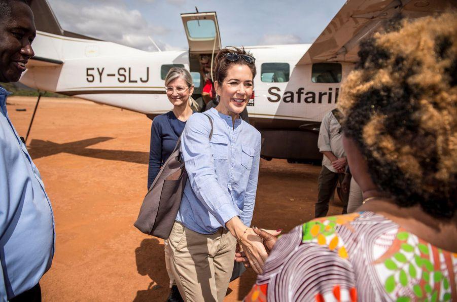 La princesse Mary de Danemark sur la pisted'atterrissage de Kalama au Kenya, le 27 novembre 2018