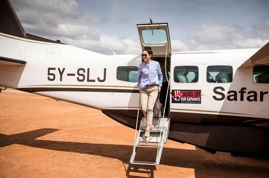 La princesse Mary de Danemark arrive sur la pisted'atterrissage de Kalama au Kenya, le 27 novembre 2018
