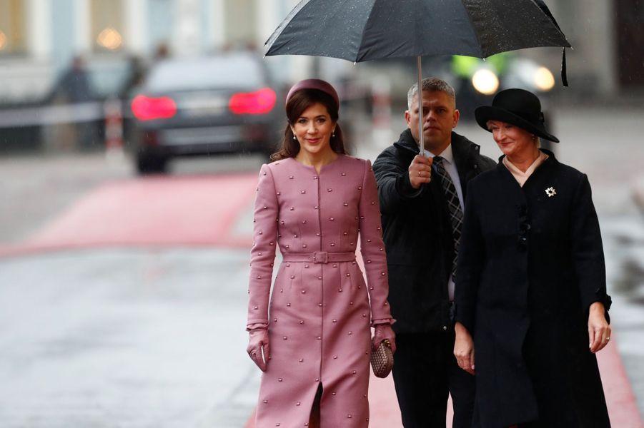 La princesse Mary de Danemark avec la Première dame de Lettonie à Riga, le 6 décembre 2018