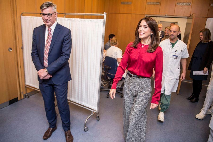 La princesse Mary de Danemark dans un hôpital à Copenhague, le 8 octobre 2018