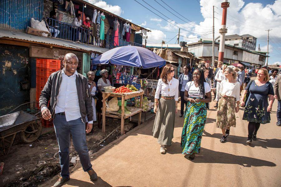 La princesse Mary de Danemark dans un bidonville à Nairobi, le 28 novembre 2018