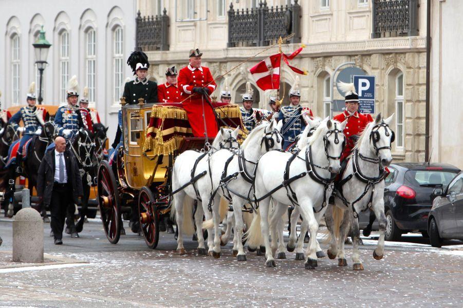 La reine Margrethe II de Danemark dans le carrosse de Christian VIII à Copenhague, le 6 janvier 2016
