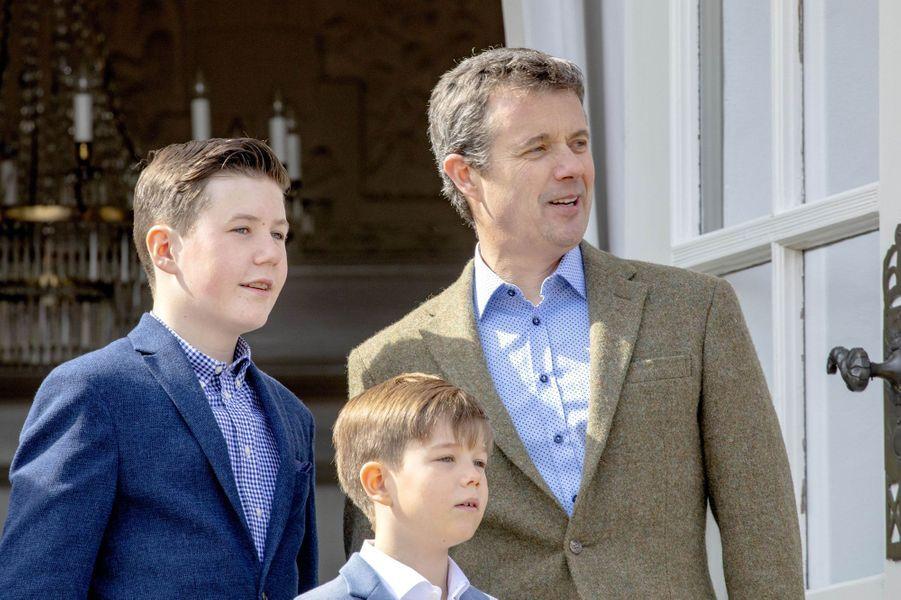 Les princes Christian, Vincent et Frederik de Danemark à Aarhus, le 16 avril 2019