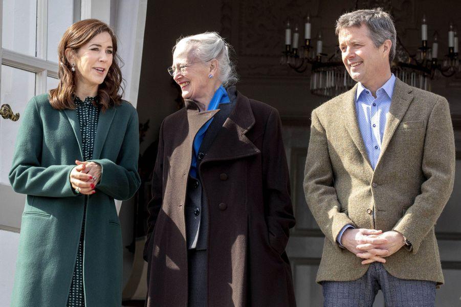 La reine Margrethe II de Danemark avec la princesse Mary et le prince Frederik à Aarhus, le 16 avril 2019
