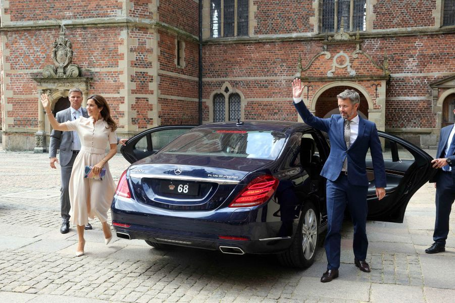 La princesse Mary et le prince héritier Frederik de Danemark au château de Frederiksborg à Hillerod, le 16 juin 2020