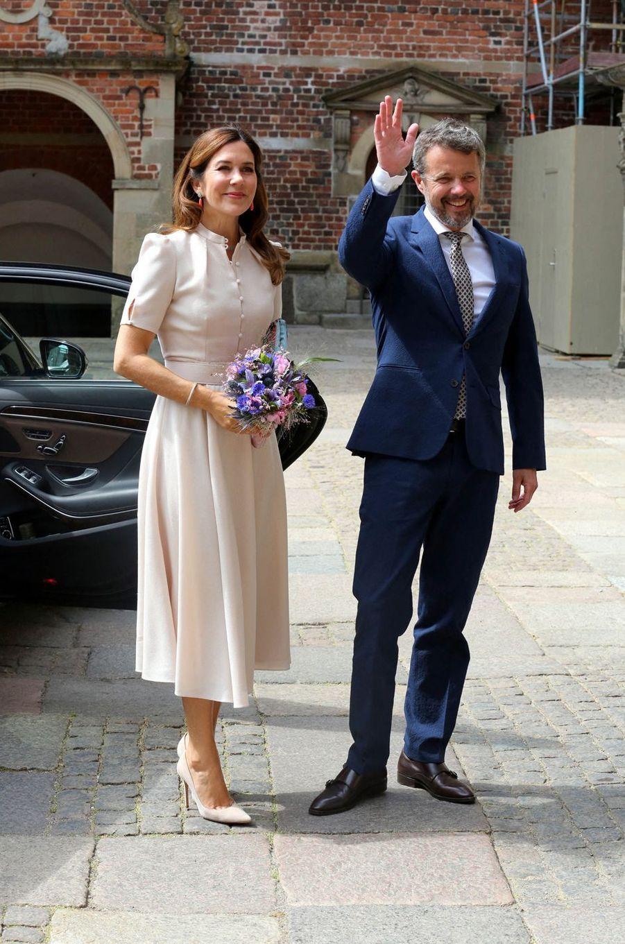 La princesse Mary et le prince Frederik de Danemark au château de Frederiksborg à Hillerod, le 16 juin 2020