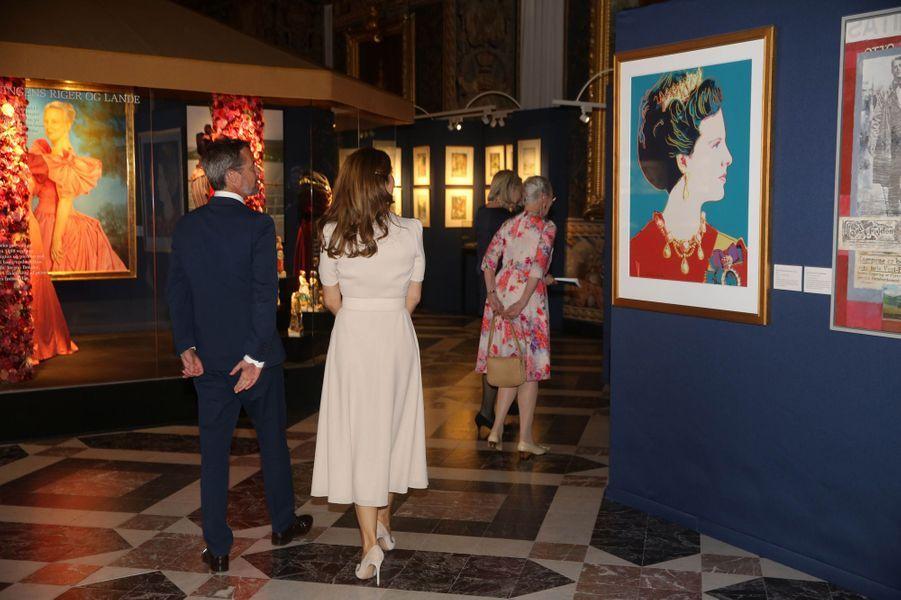La reine Margrethe II, la princesse Mary et le prince Frederik de Danemark au château de Frederiksborg à Hillerod, le 16 juin 2020