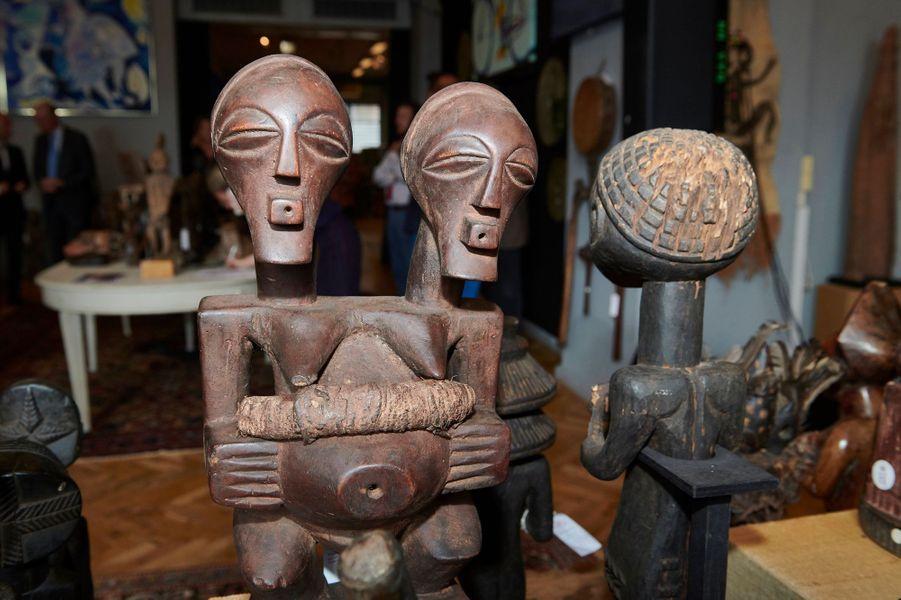Objets d'art africain de la collection du prince consort Henrik de Danemark exposée chez Bruun Rasmussen Auctioneers le 16 août 2019 avant leur vente aux enchères à Copenhague