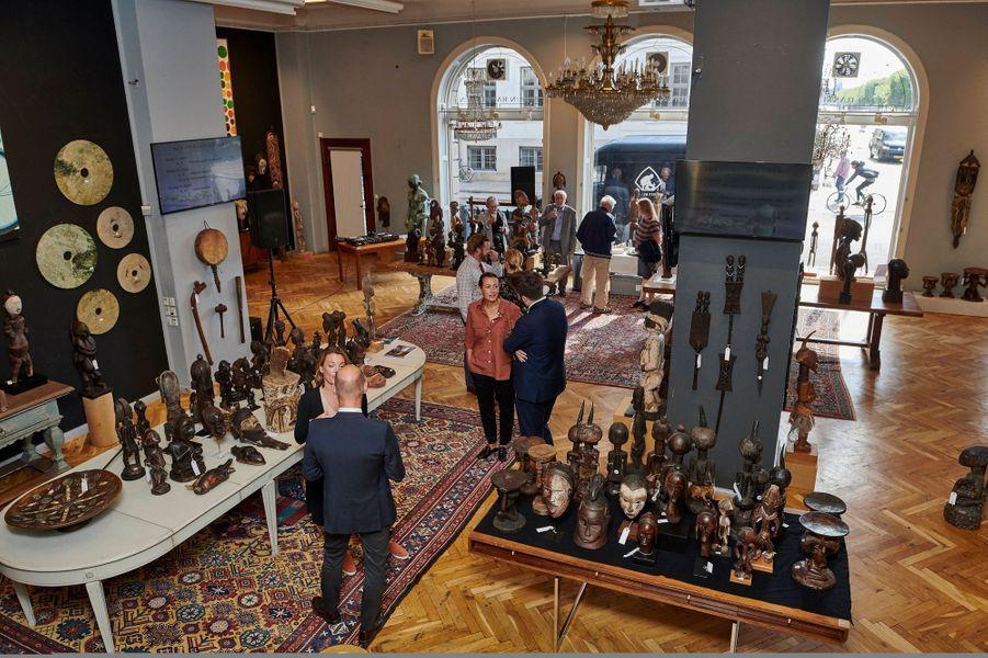 Une partie de la collection du prince consort Henrik de Danemark exposée chez Bruun Rasmussen Auctioneers le 16 août 2019 avant sa vente aux enchères à Copenhague