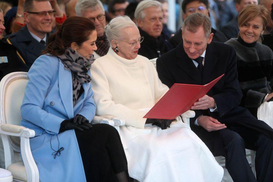 La princesse Mary et la reine Margrethe II de Danemark au zoo de Copenhague, le 10 avril 2019