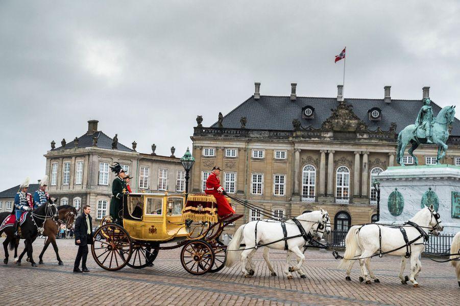 La reine Margrethe II de Danemark à bord du carrosse du roi Christian VIII à Copenhague, le 4 janvier 2019