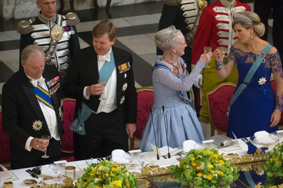 La reine Margrethe II et le prince Henrik de Danemark avec le roi Willem-Alexander et la reine Maxima des Pays-Bas, à Copenhague le 17 mars 2015