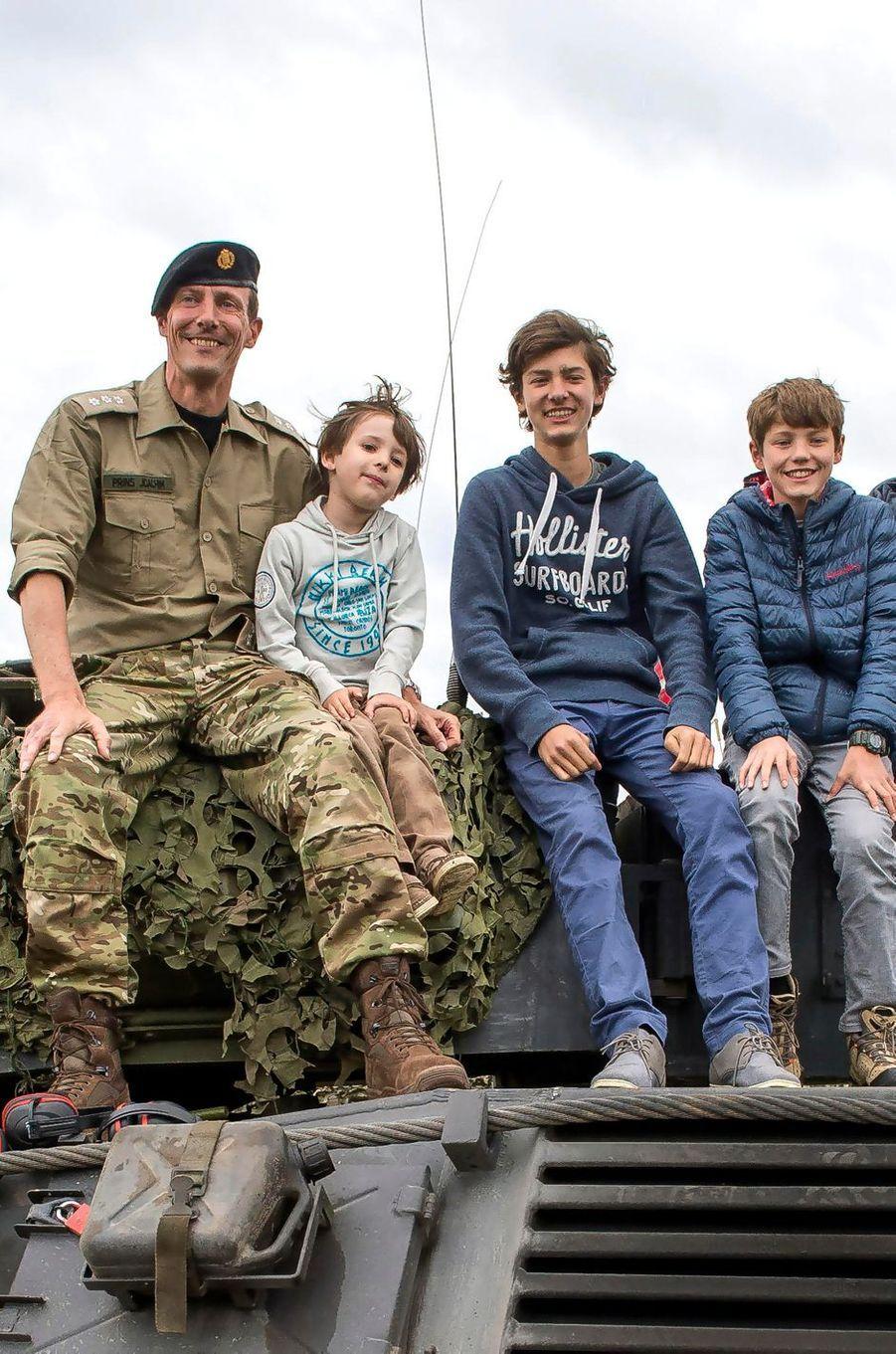 Le prince Henrik de Danemark avec son père et ses demi-frères, le 29 juin 2015