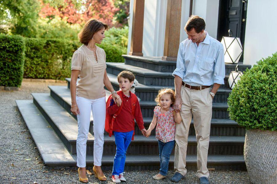 Le prince Henrik de Danemark avec ses parents et sa soeur, le 14 août 2015