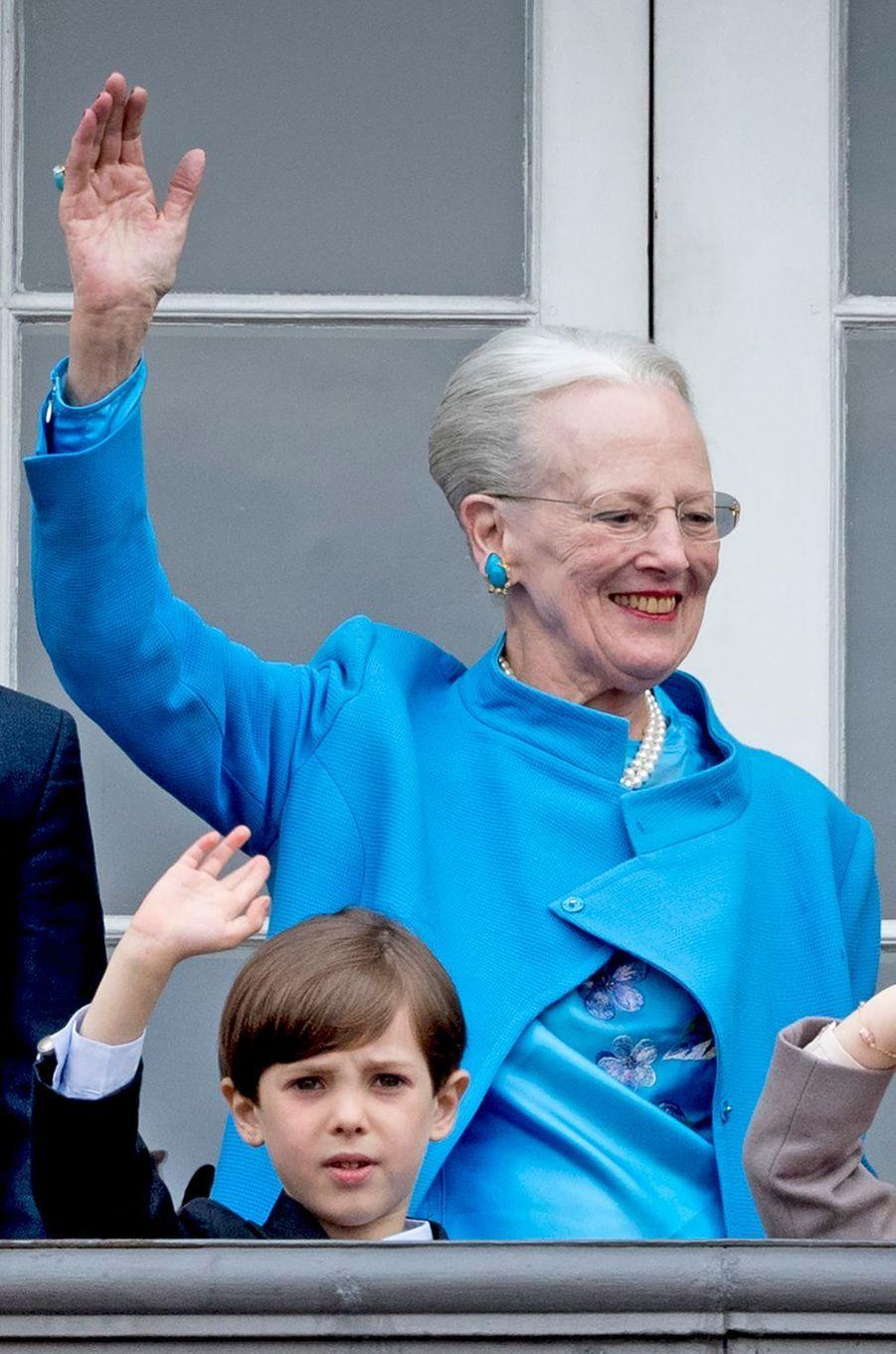Le prince Henrik de Danemark avec sa grand-mère la reine Margrethe II, le 16 avril 2016