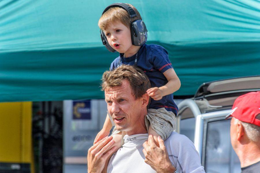 Le prince Henrik de Danemark avec son père le prince Joachim, le 4 août 2013