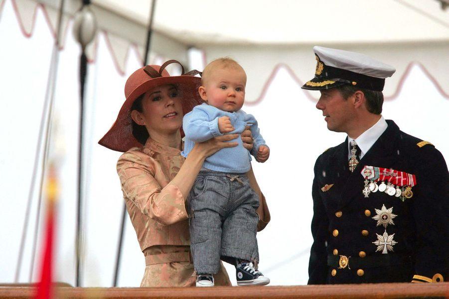Le prince Christian de Danemark avec ses parents, le 21 juin 2006