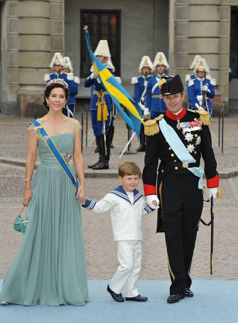 Le prince Christian de Danemark avec ses parents au mariage de la princesse Victoria de Suède, le 19 juin 2010