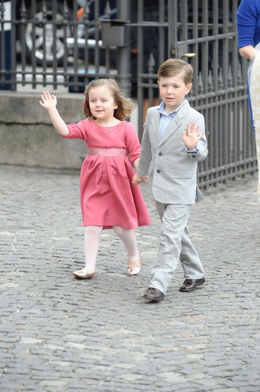 Le prince Christian de Danemark avec sa soeur la princesse Isabella, le 14 avril 2011