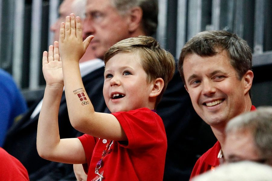 Le prince Christian de Danemark avec son père le prince héritier Frederik aux JO de Londres, le 8 août 2012