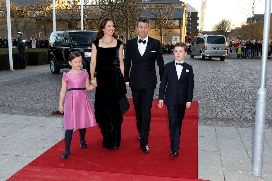Le prince Christian de Danemark avec ses parents et sa soeur la princesse Isabella, le 8 avril 2015