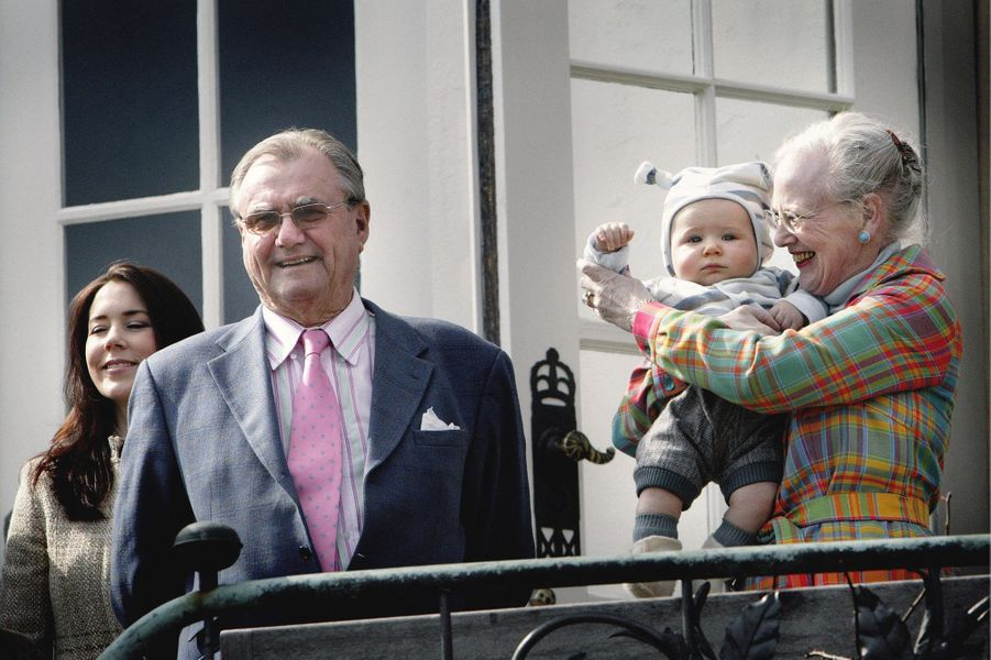 Le prince Christian de Danemark avec ses grands-parents la reine Margrethe II et le prince Henrik et sa mère la princesse Mary, le 16 avril 2006