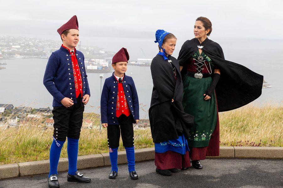 Le prince Christian de Danemark avec les princesses Mary et Isabella et le prince Vincent aux îles Féroé, le 23 août 2018