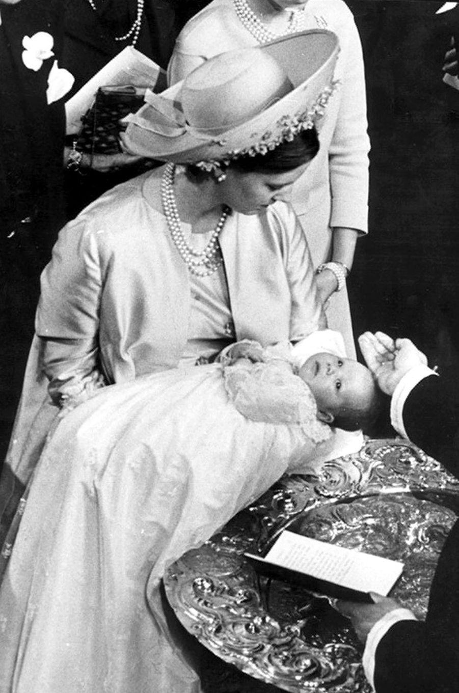 Le prince Frederik de Danemark le jour de son baptême, le 24 juin 1968
