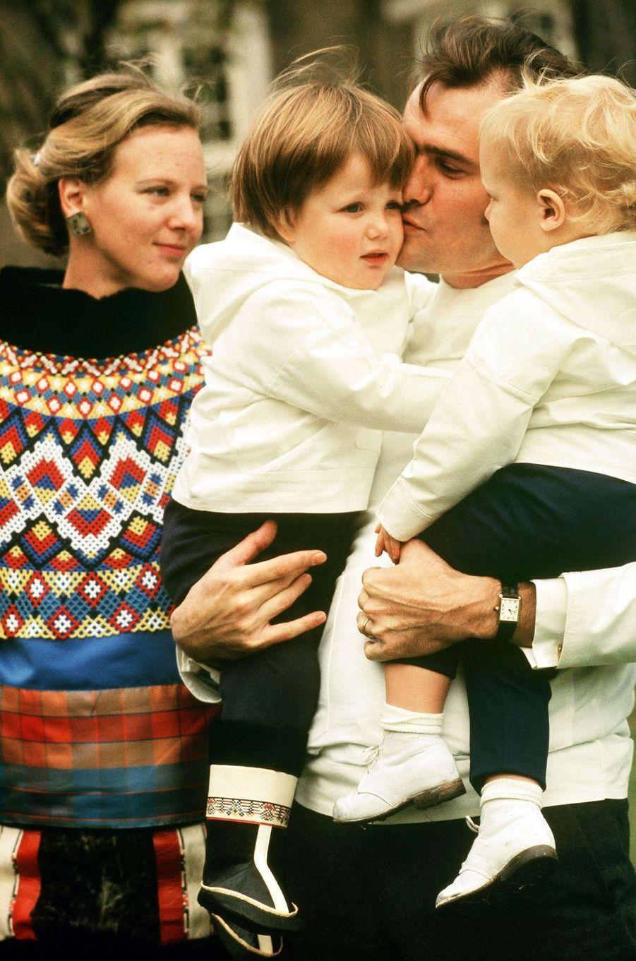 Le prince Frederik de Danemark avec ses parents et son frère en 1970