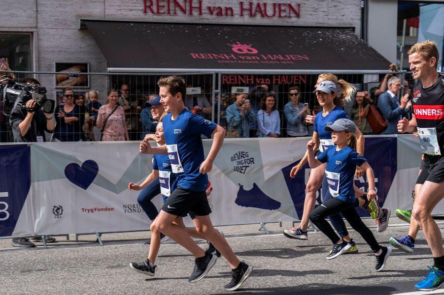 La princesse Mary de Danemark et ses quatre enfants à la Royal Run à Copenhague, le 21 mai 2018