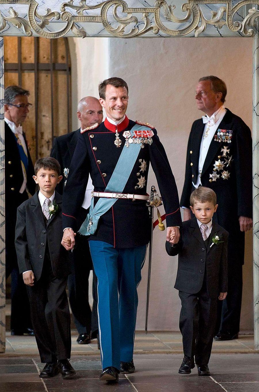 Le prince Nikolai de Danemark avec son père et son frère Felix, le 24 mai 2008