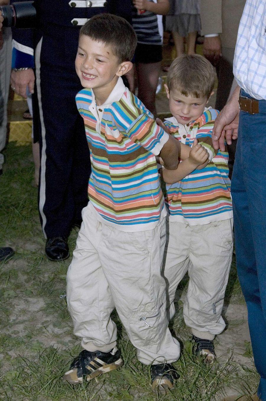 Le prince Nikolai de Danemark avec son frère Felix, le 12 juin 2007